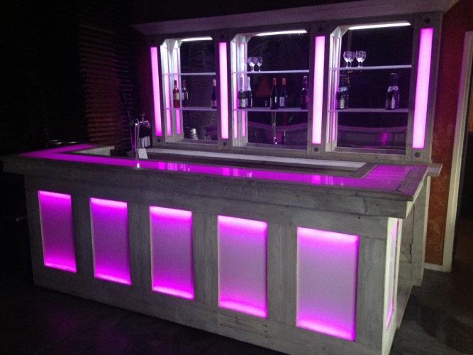 Bar van steigerhout met LED-verlichting - Boogaard Verhuur BV